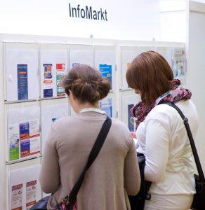 Auslage am Info Markt